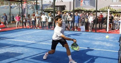 Djokovic jugando al pádel
