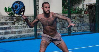 Neymar jugando al pádel