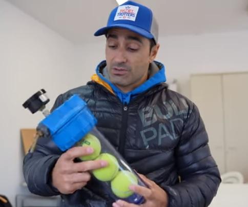 Manu Martín y su presurizador de pelotas de pádel